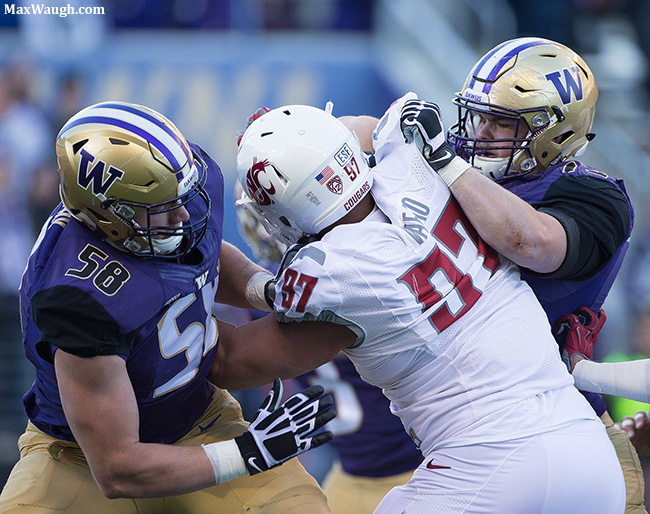 The Husky offensive line double-teams Destiny Vaeao.